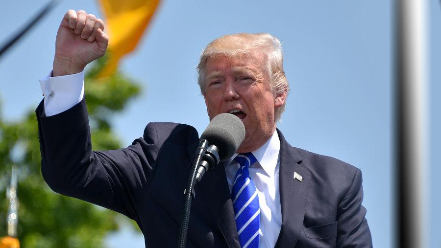 Трамп объявил о создании в США комиссии по патриотическому образованию