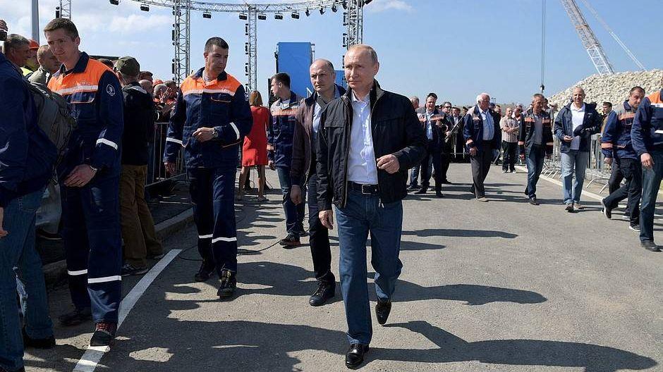 После торжественного митинга-концерта по случаю открытия автодорожной части Крымского моста