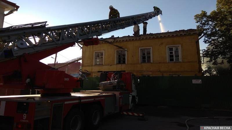 Тушение пожара. Пожарные. Пожарная телескопическая лестница. 2