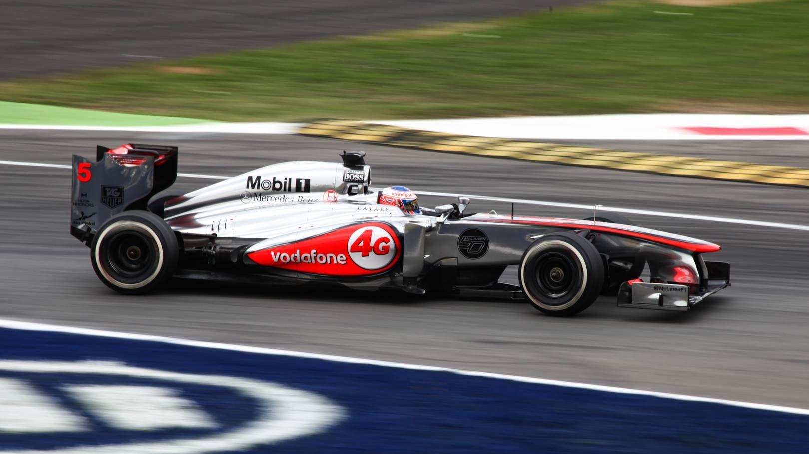 Дженсон Баттон за рулем болида McLaren