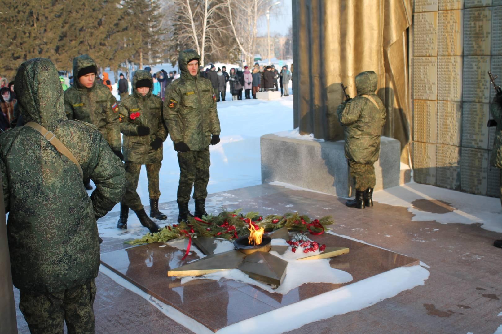 Возложение памятного венка на Мемориале Славы г. Бердск