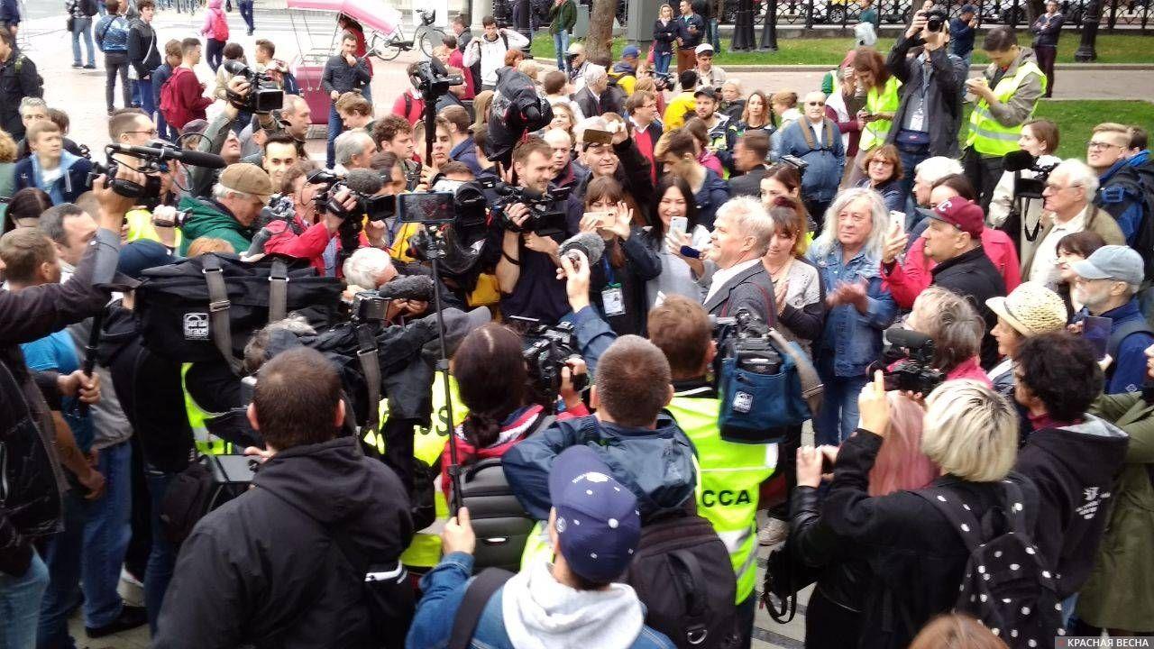 Протест «тонет» в массе журналистов