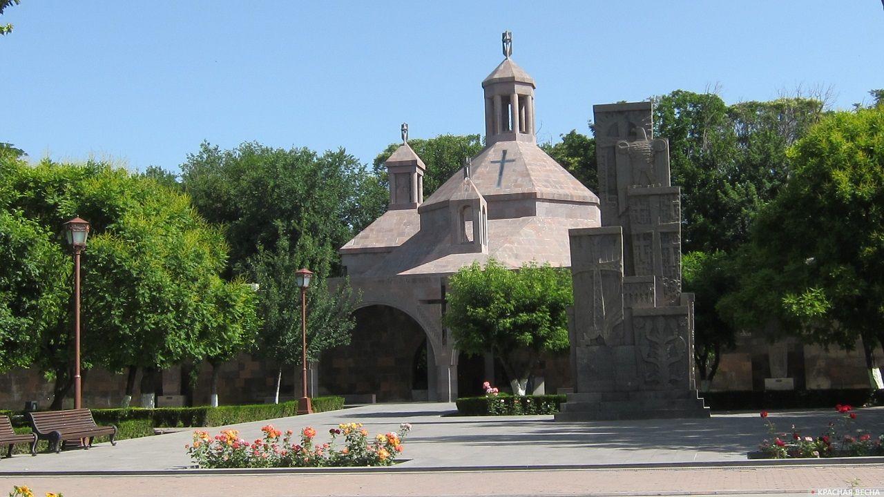 Мемориал жертвам геноцида армян. Эчмиадзин. Армения.