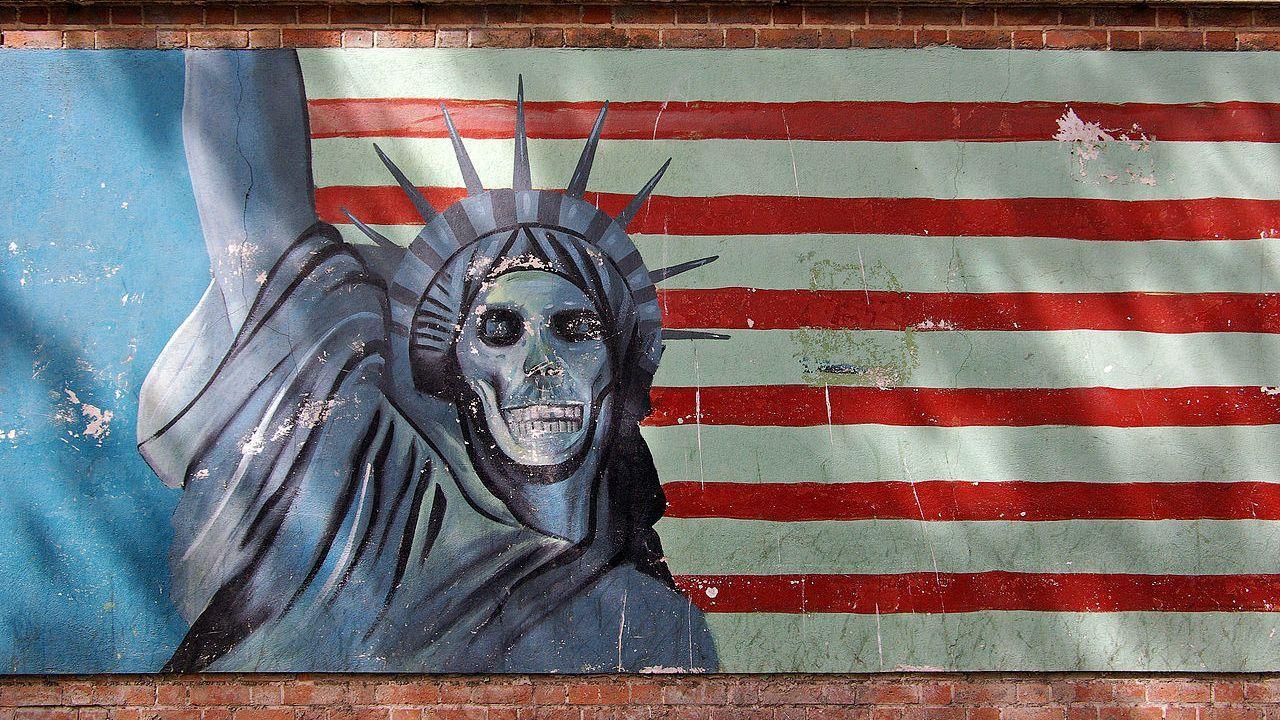 Антиамериканская граффити в Тегеране