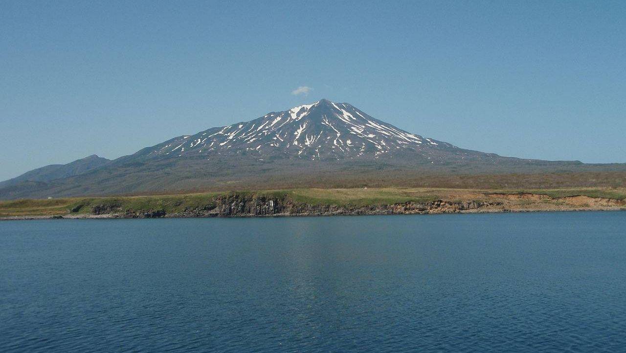 Вулкан Богдан Хмельницкий на острове Итуруп