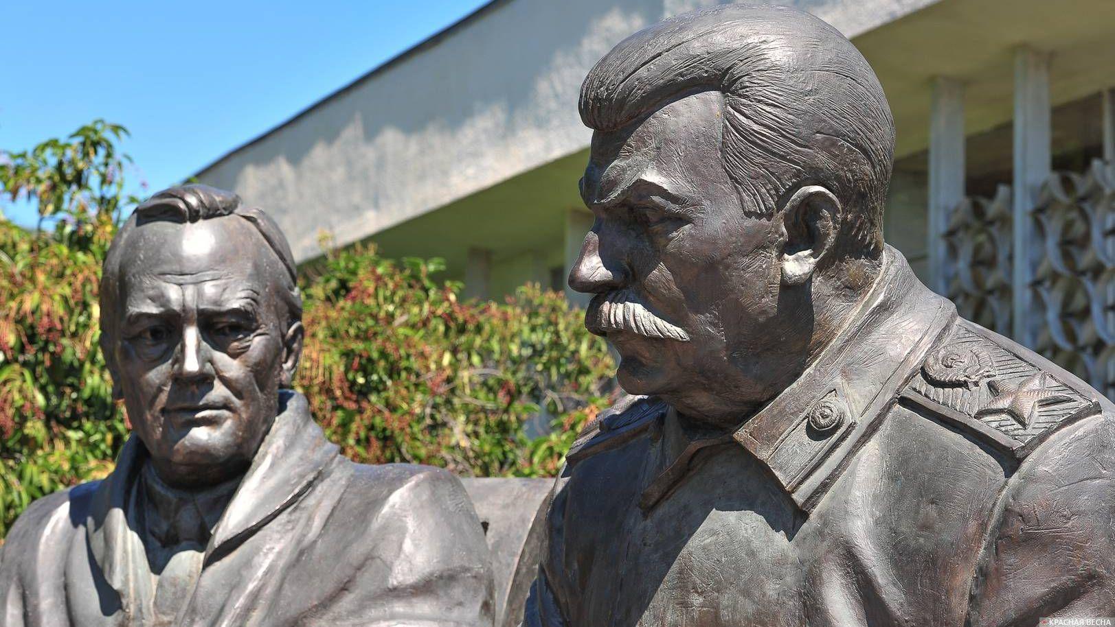Памятник Ялтинской конференции в Ливадии. Крым