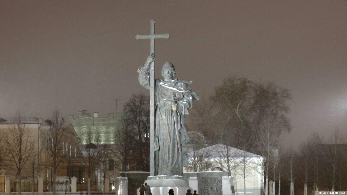 Памятник князю Владимиру. Москва