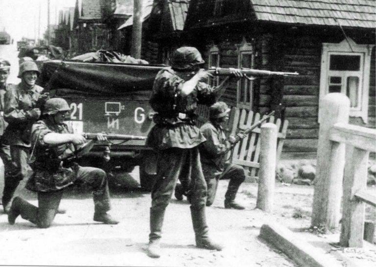 Оккупация СССР. Нацисты 2 танковой дивизии СС