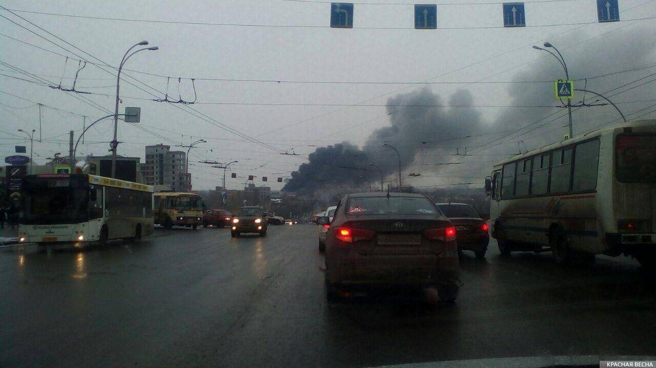 ВСеть попало видео жуткого пожараТЦ «Зимняя вишня» вКемерово