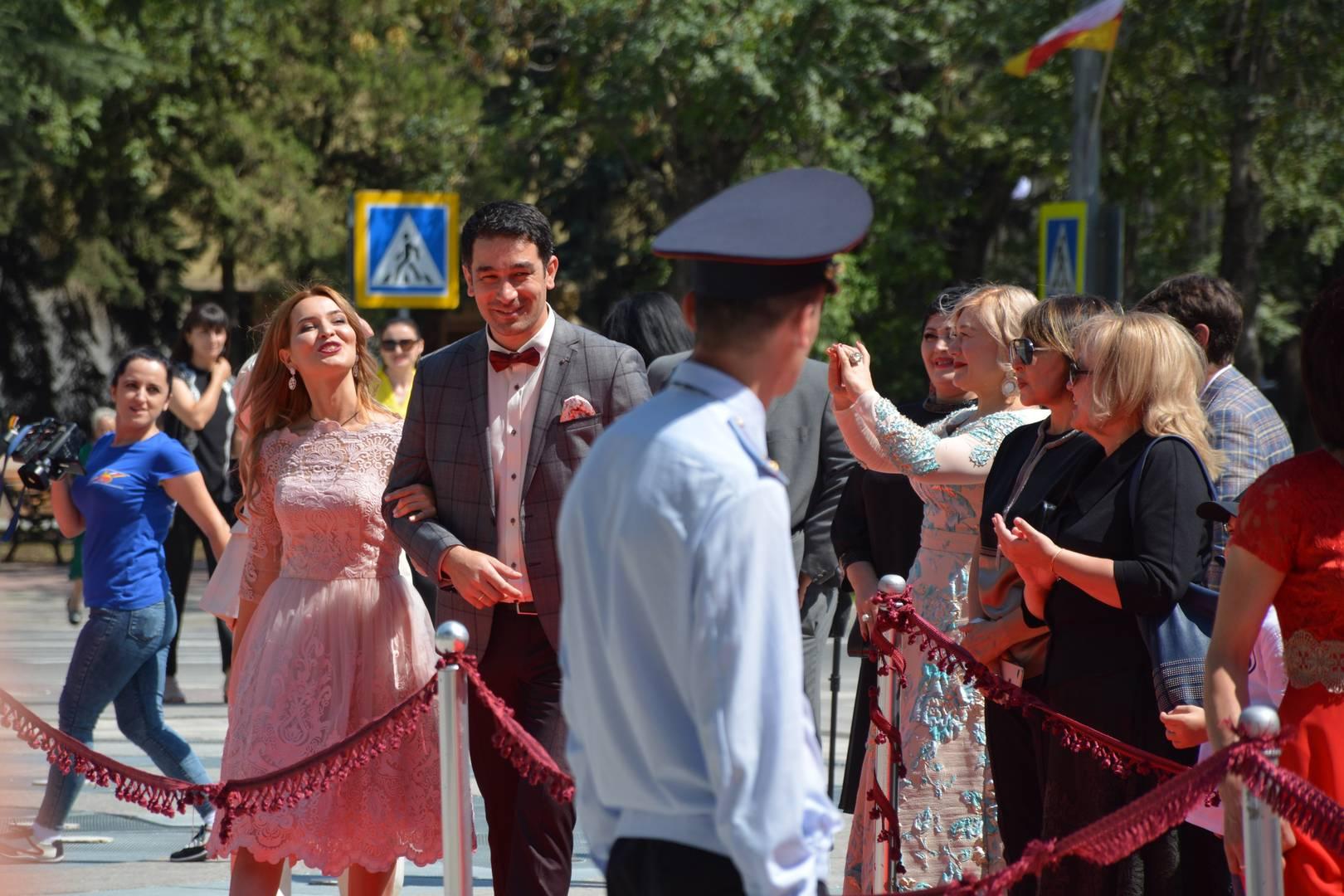 Телеведущий и актер Григорий Мамиев на открытии театра в Цхинвале