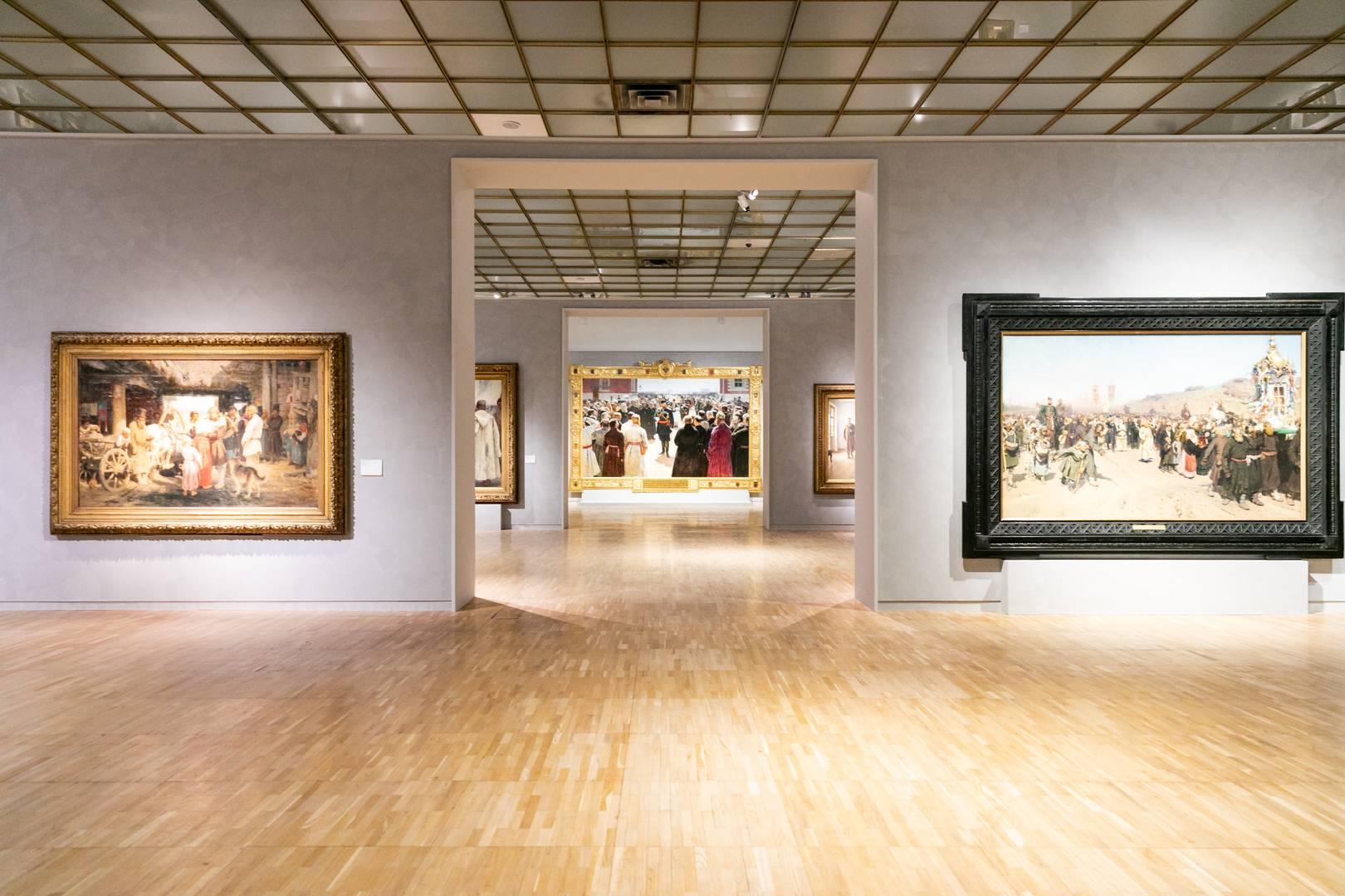 Главный зал выставки Ильи Репина в Третьяковской галерее