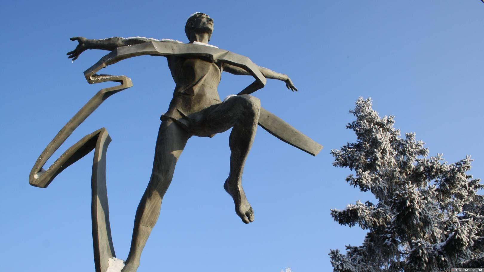Скульптура «Марафонец». Омск