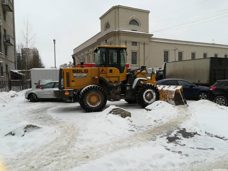 Санкт-Петербург. Простаивающая снегоуборочная техника
