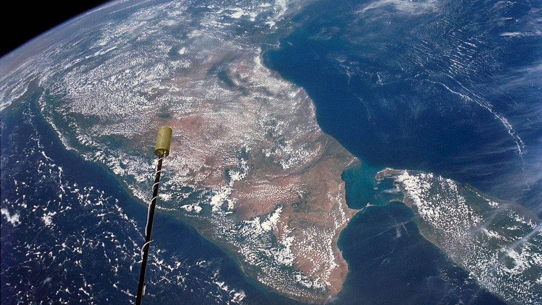 Индия и Цейлон из комоса