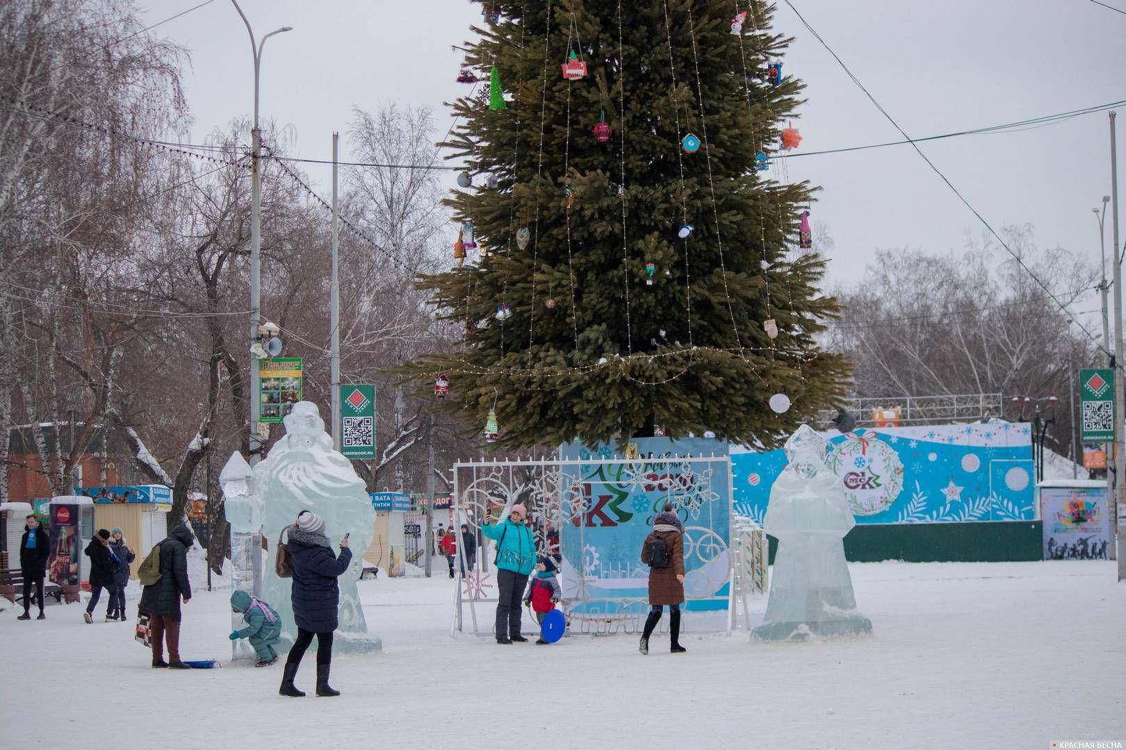 Елка в парке имени 30-летия ВЛКСМ