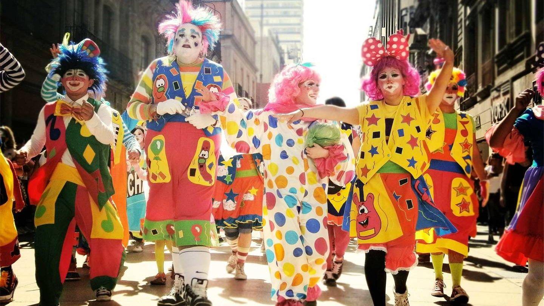 Клоуны на карнавале