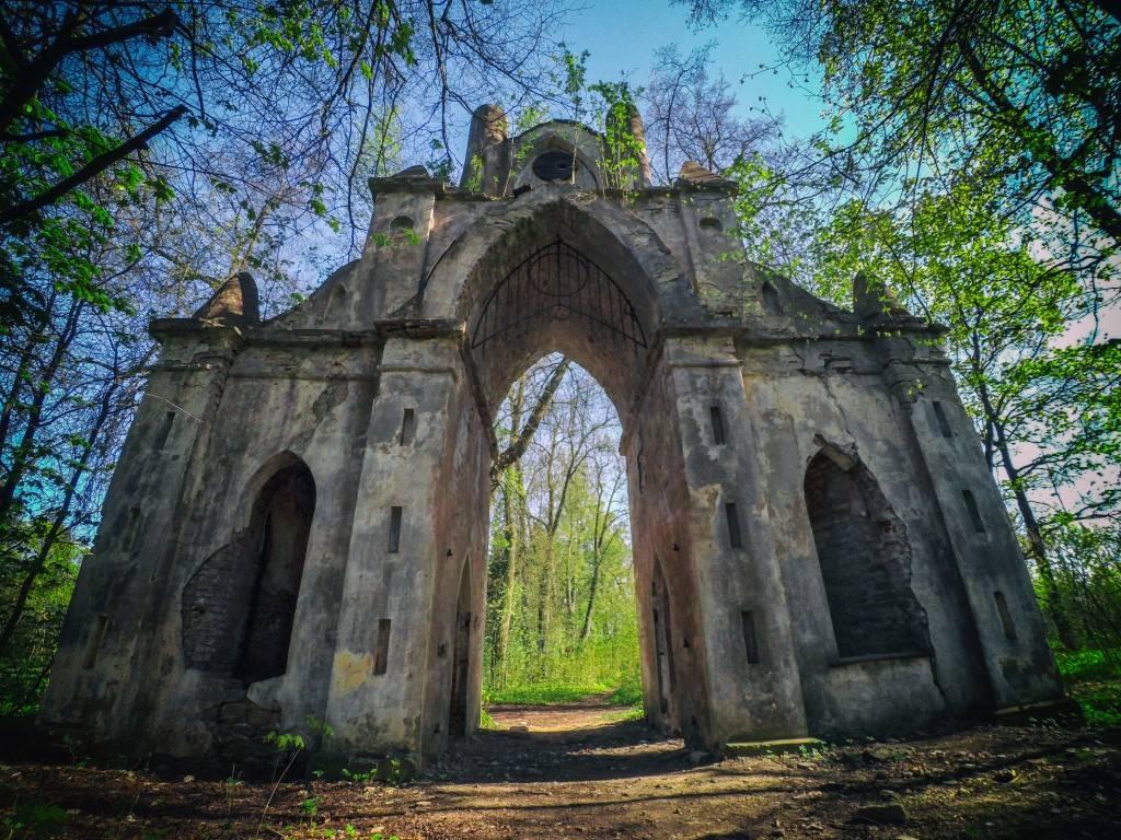 Готические ворота в Тайцах