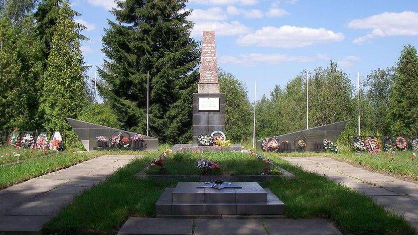 Один из мемориалов на Синявинских высотах