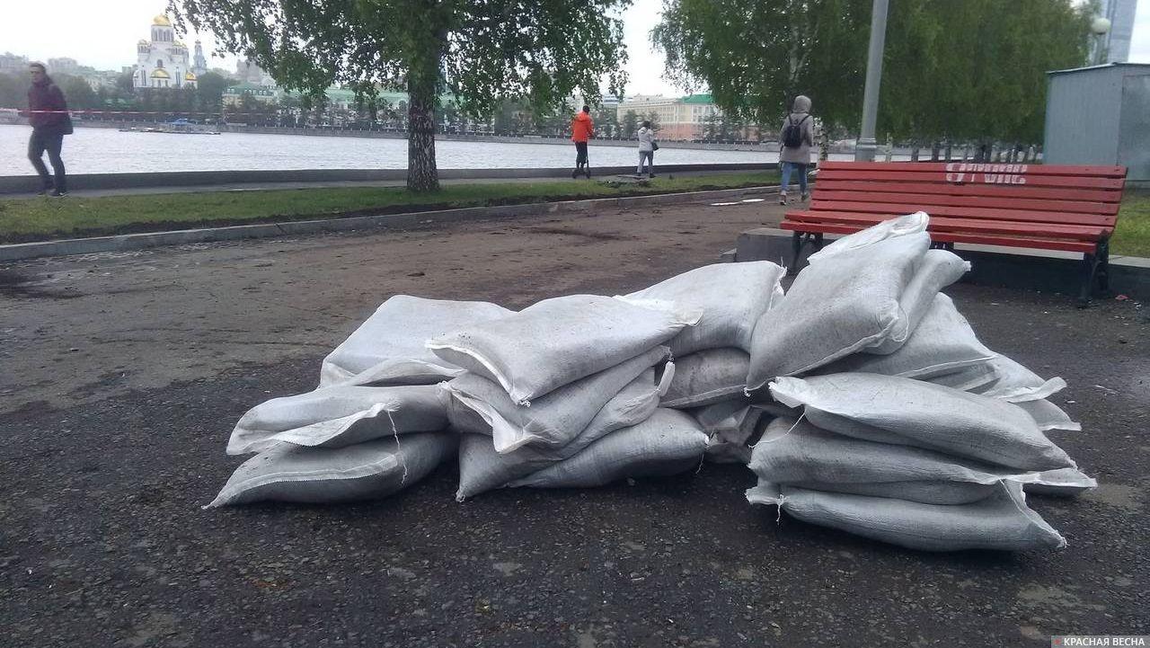 Сквер на Октябрьской площади, Екатеринбург, 21 мая 2019 года