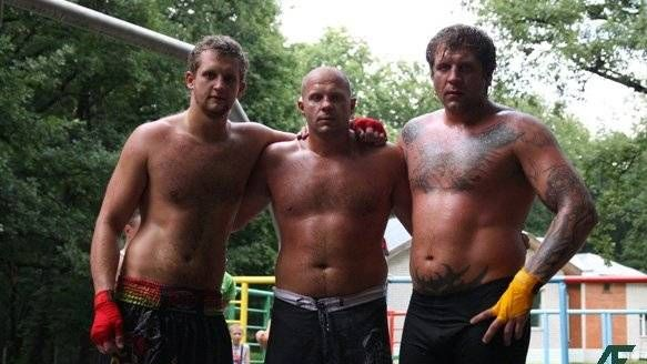 Иван, Фёдор и Александр Емельяненко