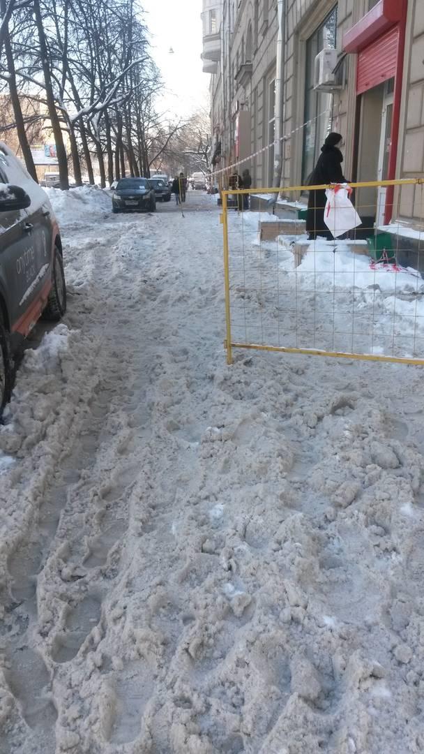 Щербаковская улица, снег на тротуаре