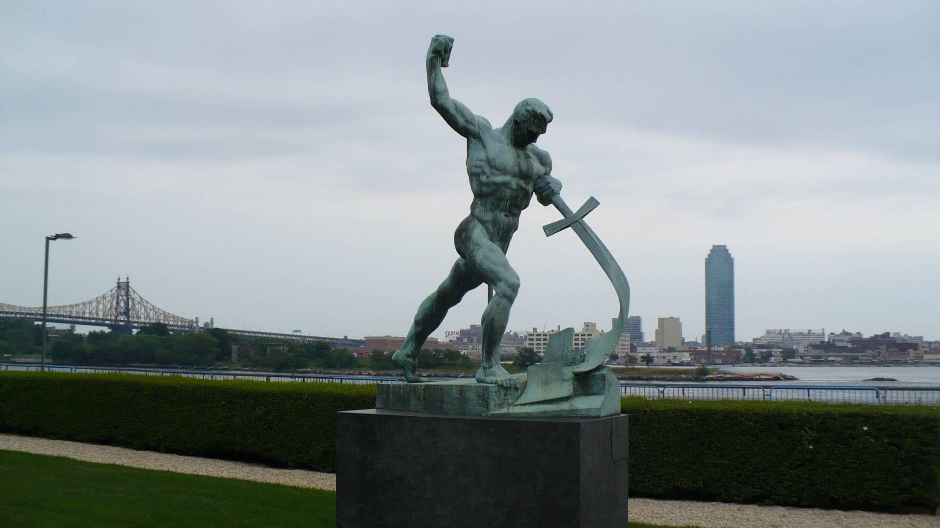 Евгений Вучетич. Перекуём мечи на орала.