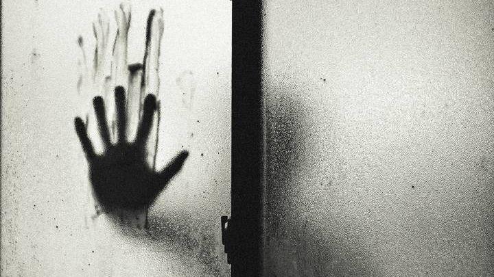 Человек силуэт рука тень