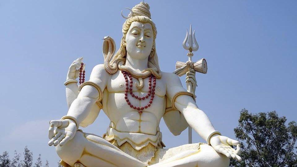 Статуя индийского бога Шивы