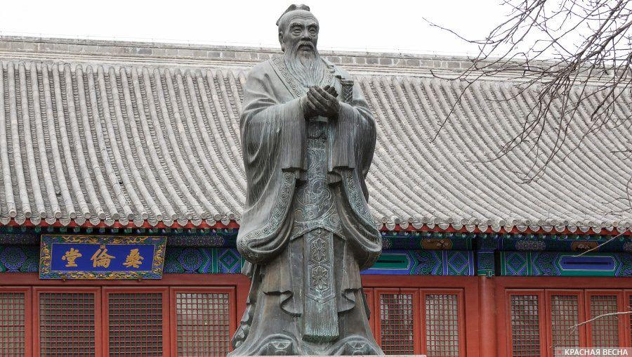 Статуя Конфуция в Императорской Академии