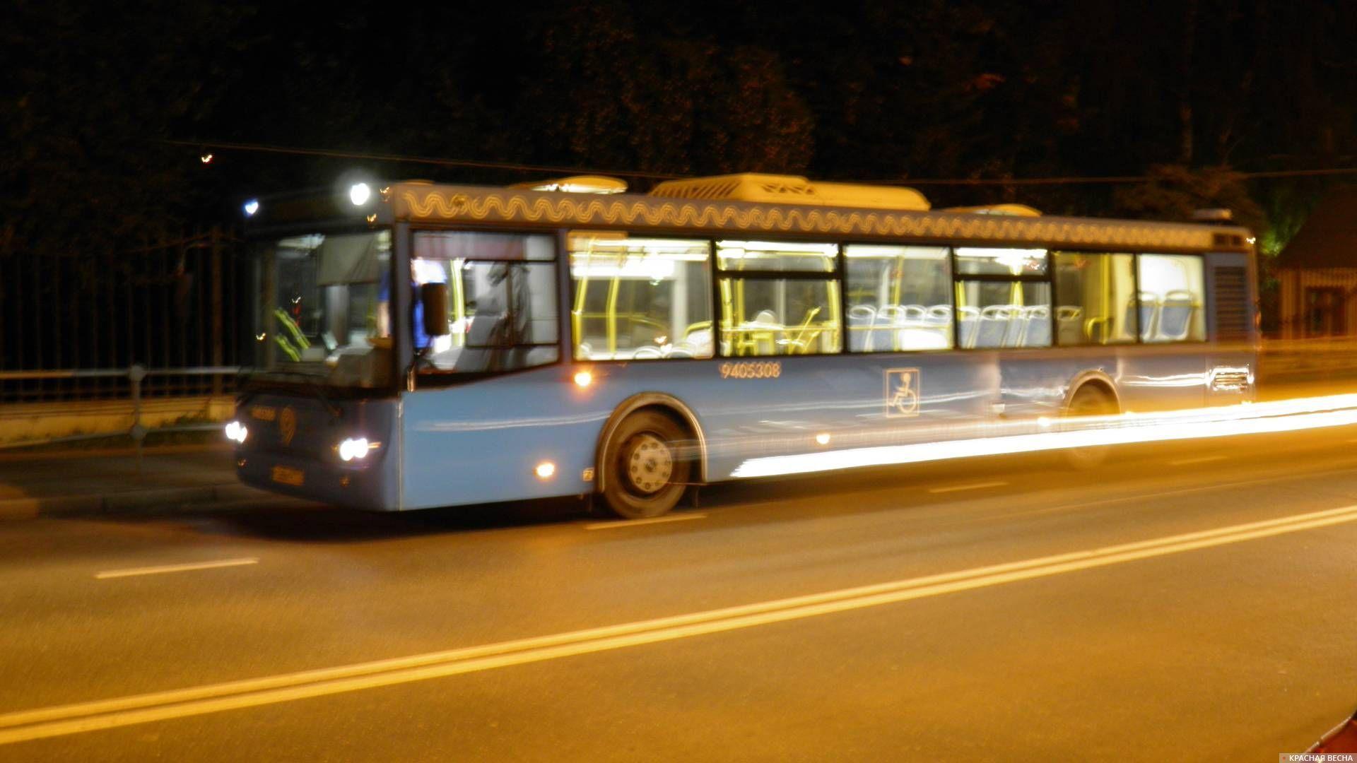 Автобус на маршруте