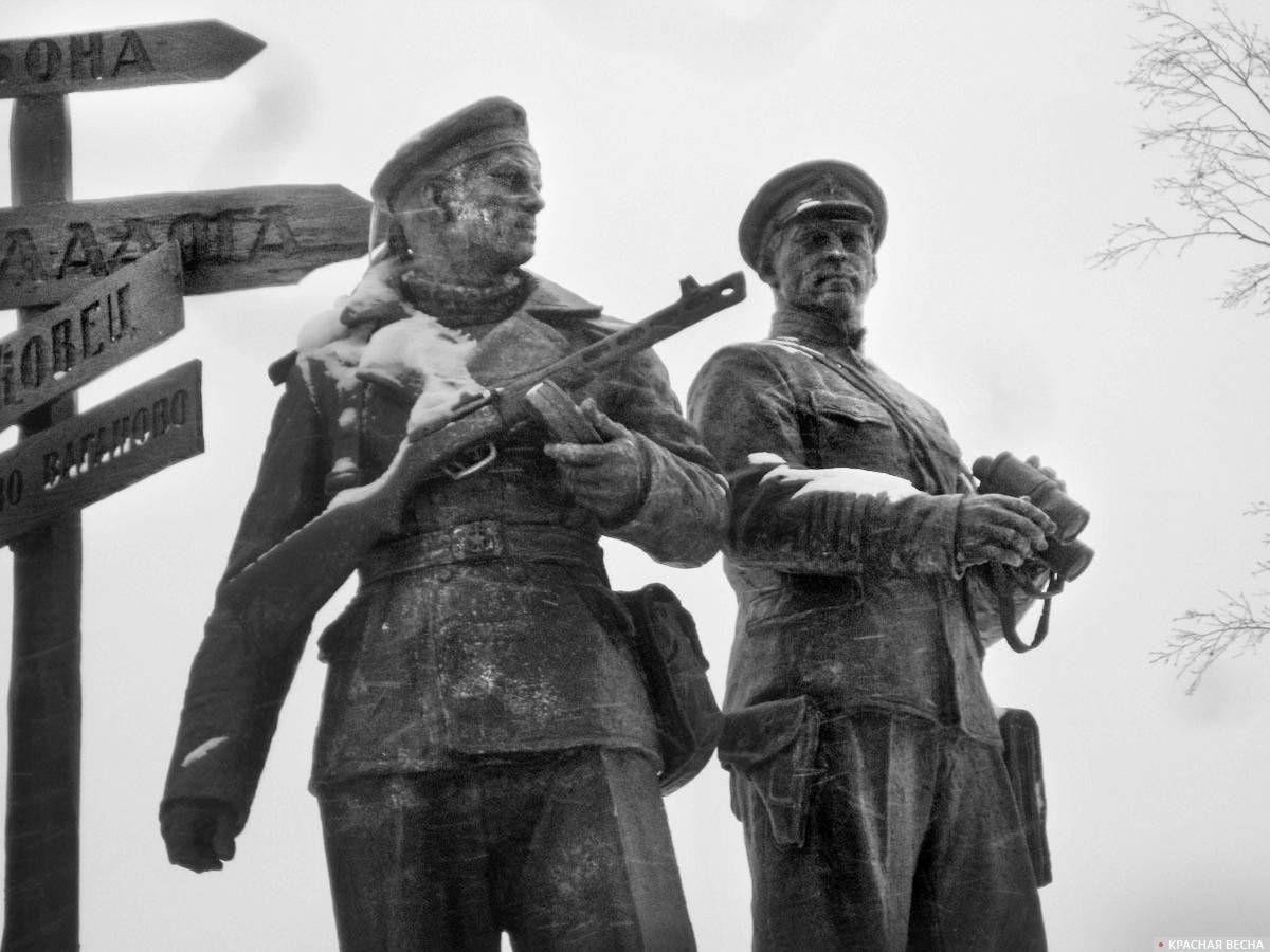 Памятник героическим защитникам Ладоги на территории филиала ЦВММ «Дорога жизни»