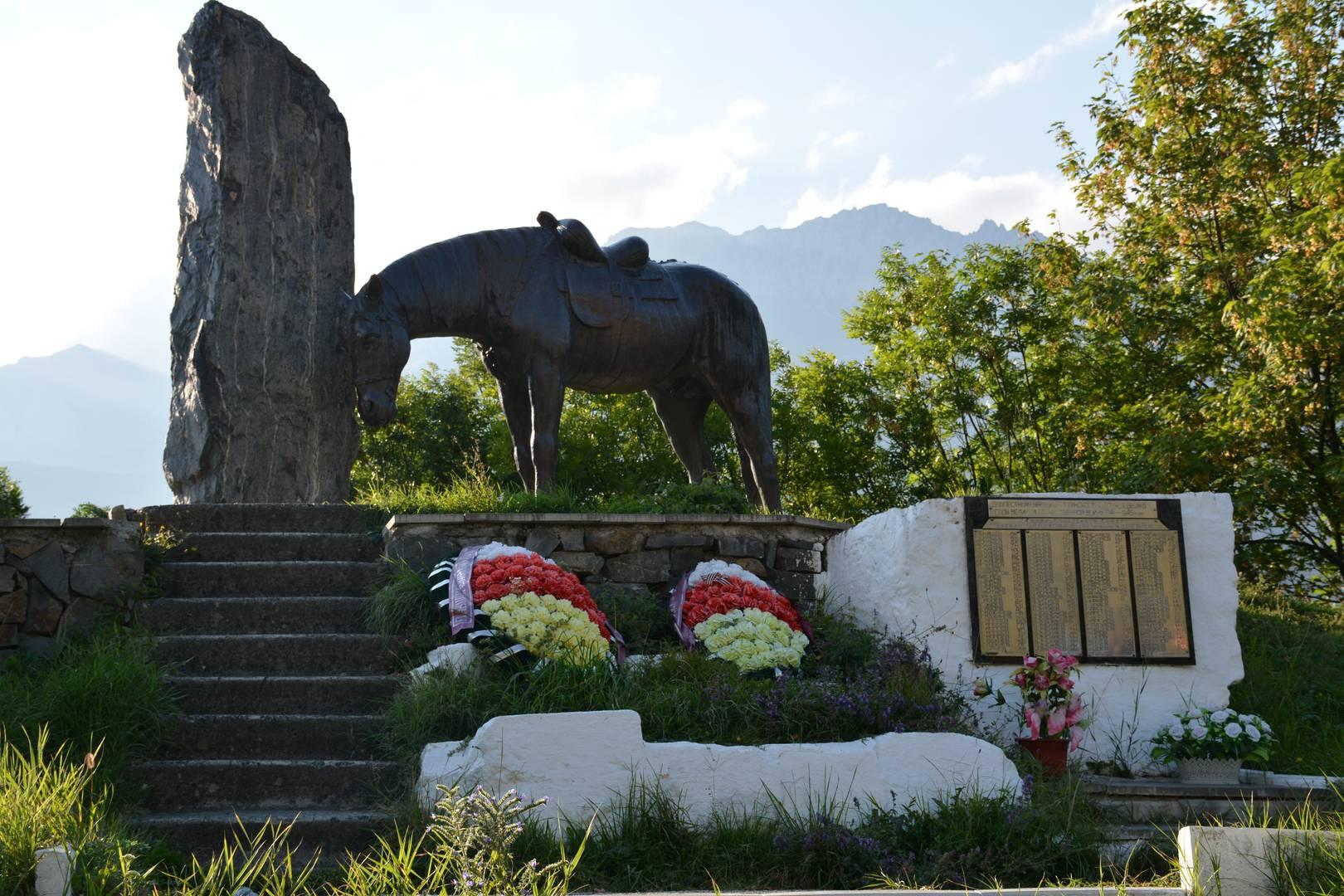 Памятник выходцам из Куртатинского ущелья, павшим за Родину в годы Великой Отечественной войны (Северная Осетия)