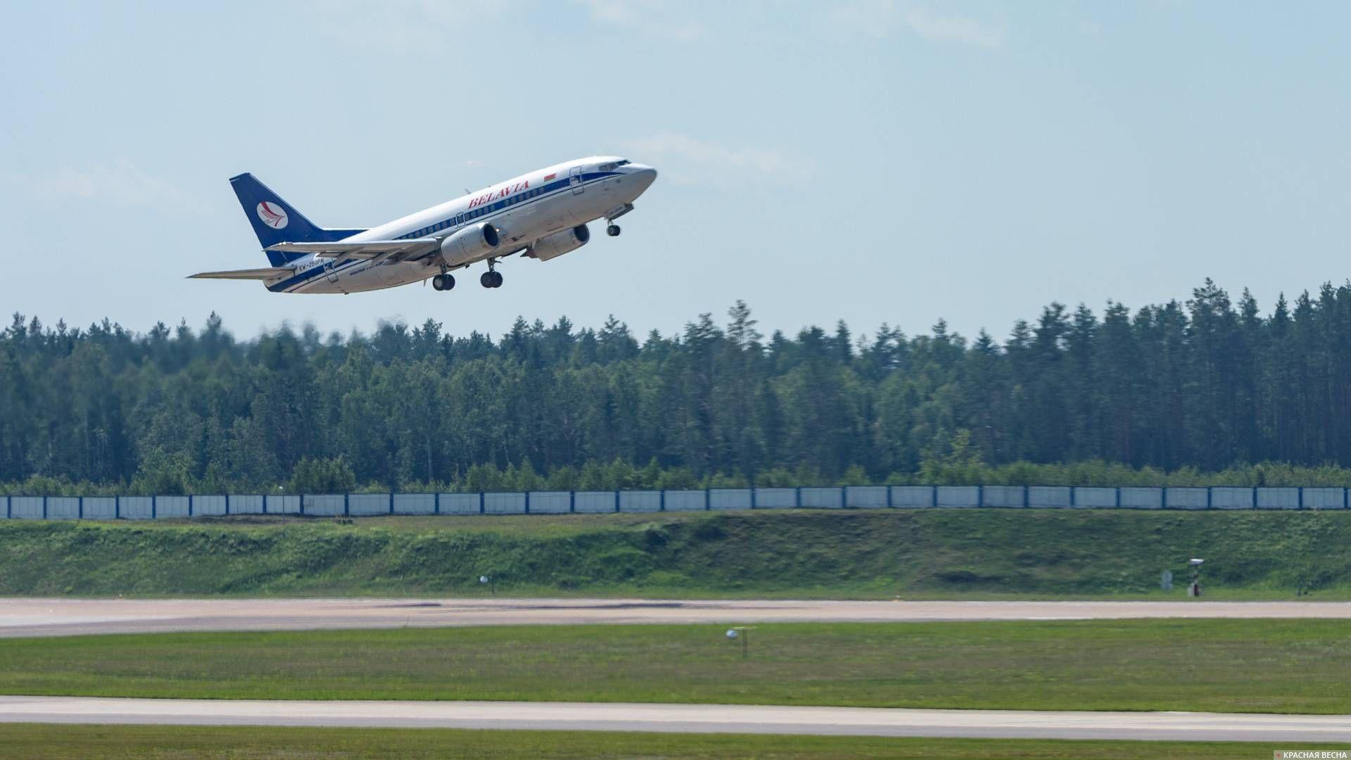 Самолет Boeing 737 Белавиа