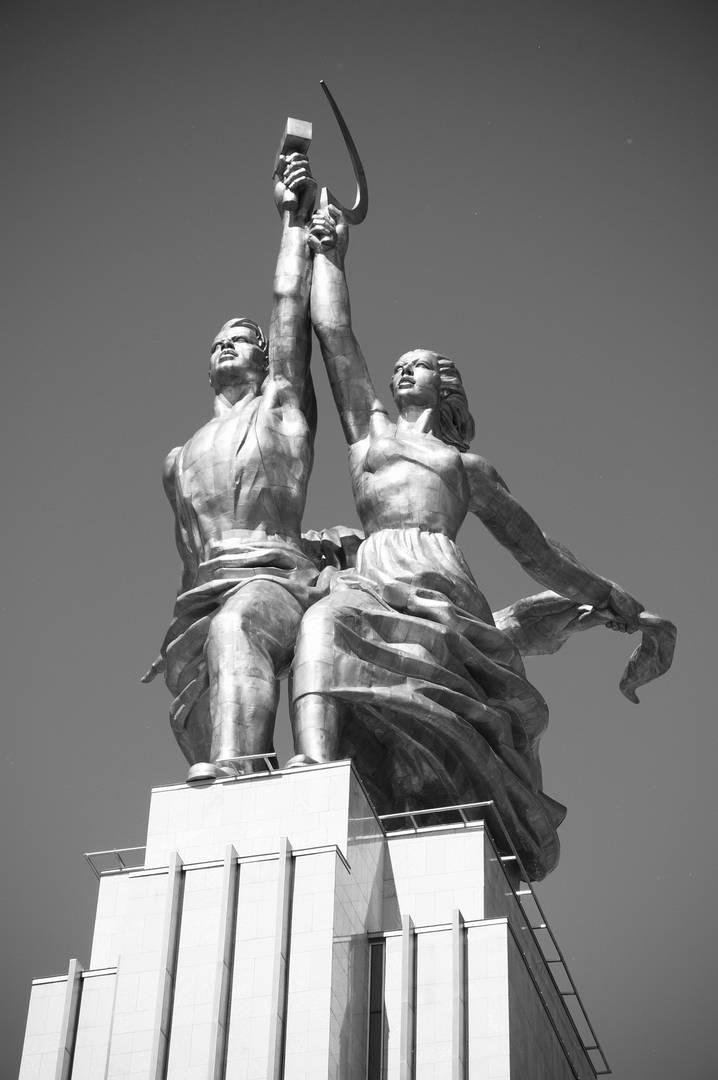 Статуя «Рабочий и колхозница»