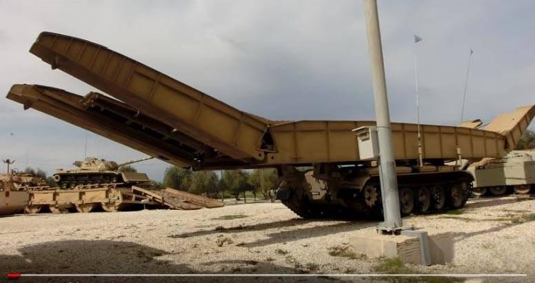Советский бронированный мостоукладчик