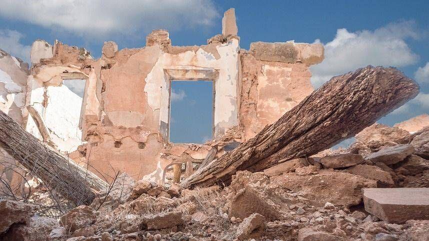 Разрушенное здание