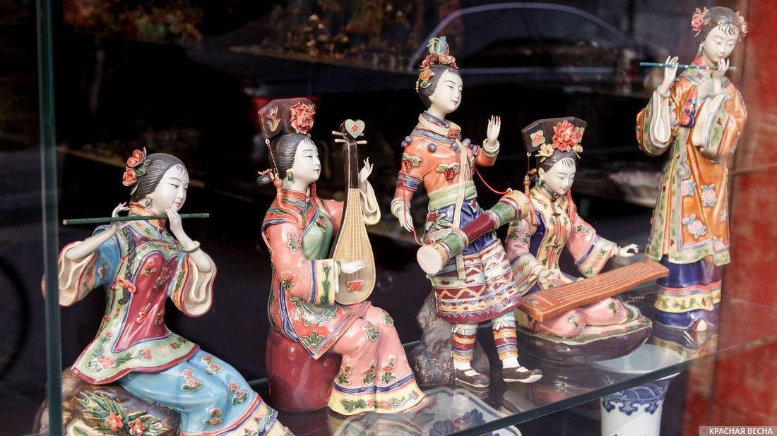 Фарфоровые статуэтки. Китай