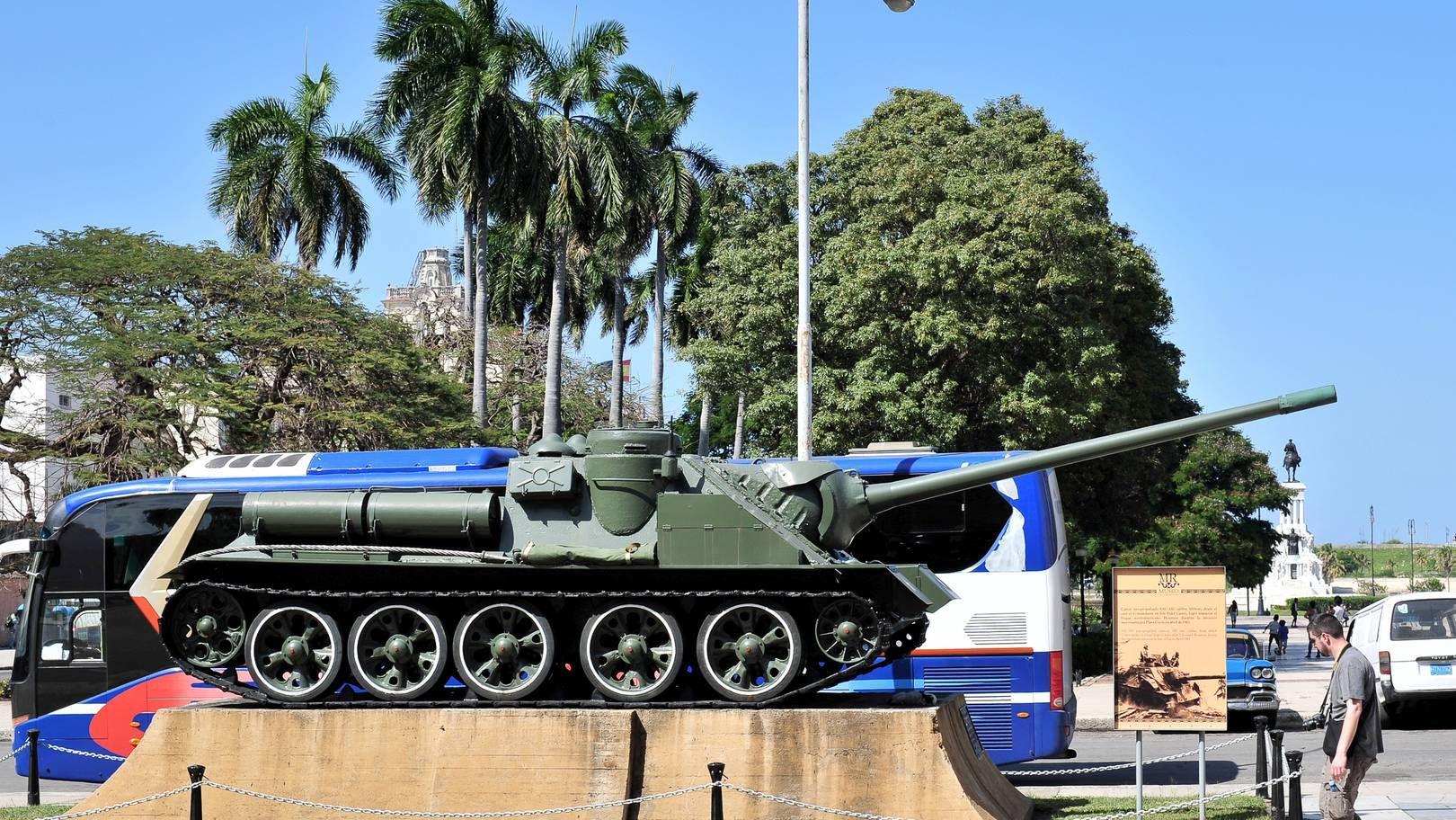 Памятник СУ-100 Гавана. Куба