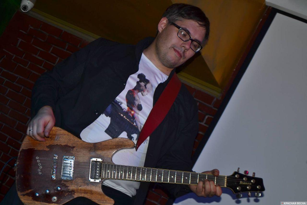 Гитарист и основатель группы Павел Филоненко