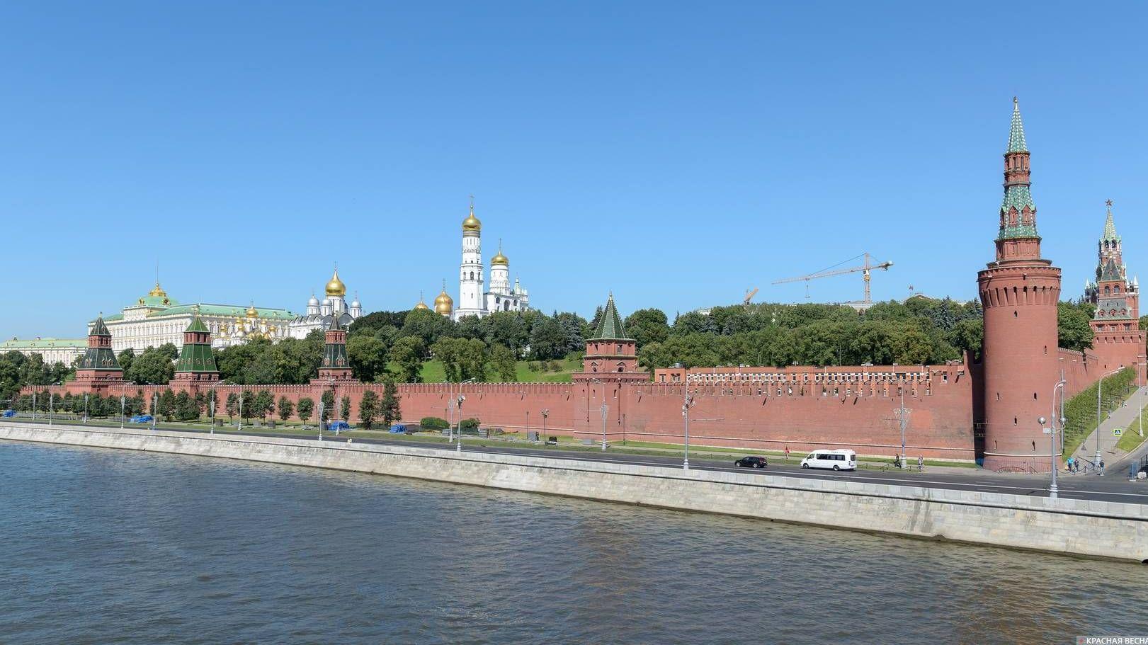 Кремль со стороны Кремлёвской набережной, Москва