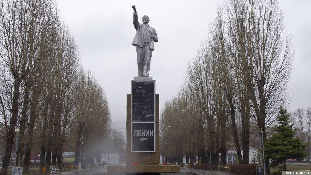 Памятник В.И. Ленину. Городской парк культуры и отдыха. Тольятти. 22.04.2018
