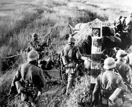 Войска вермахта пересекают границы Советского Союза 22 июня 1941 года[(сс)UnknownwikidataQ4233718]