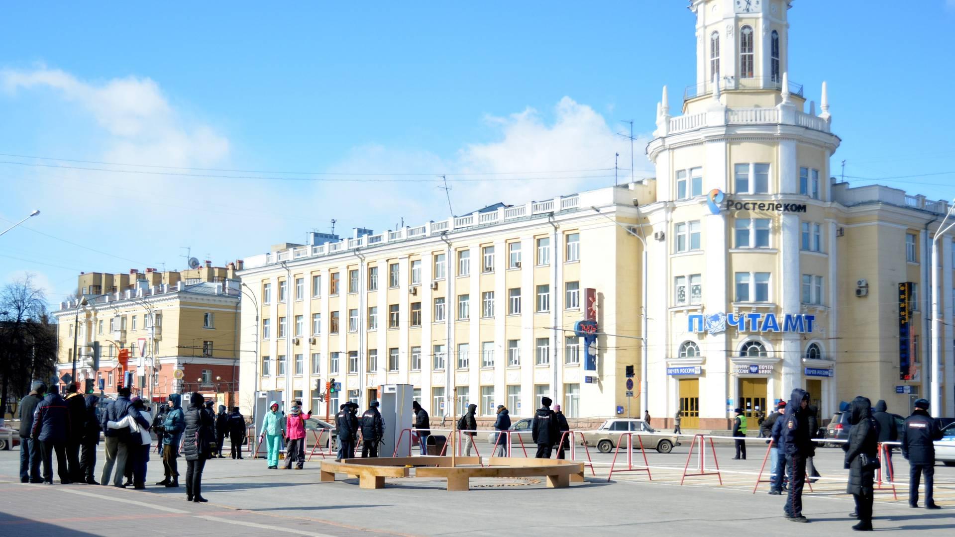 Милиция сняла оцепление наплощади вцентре Кемерово