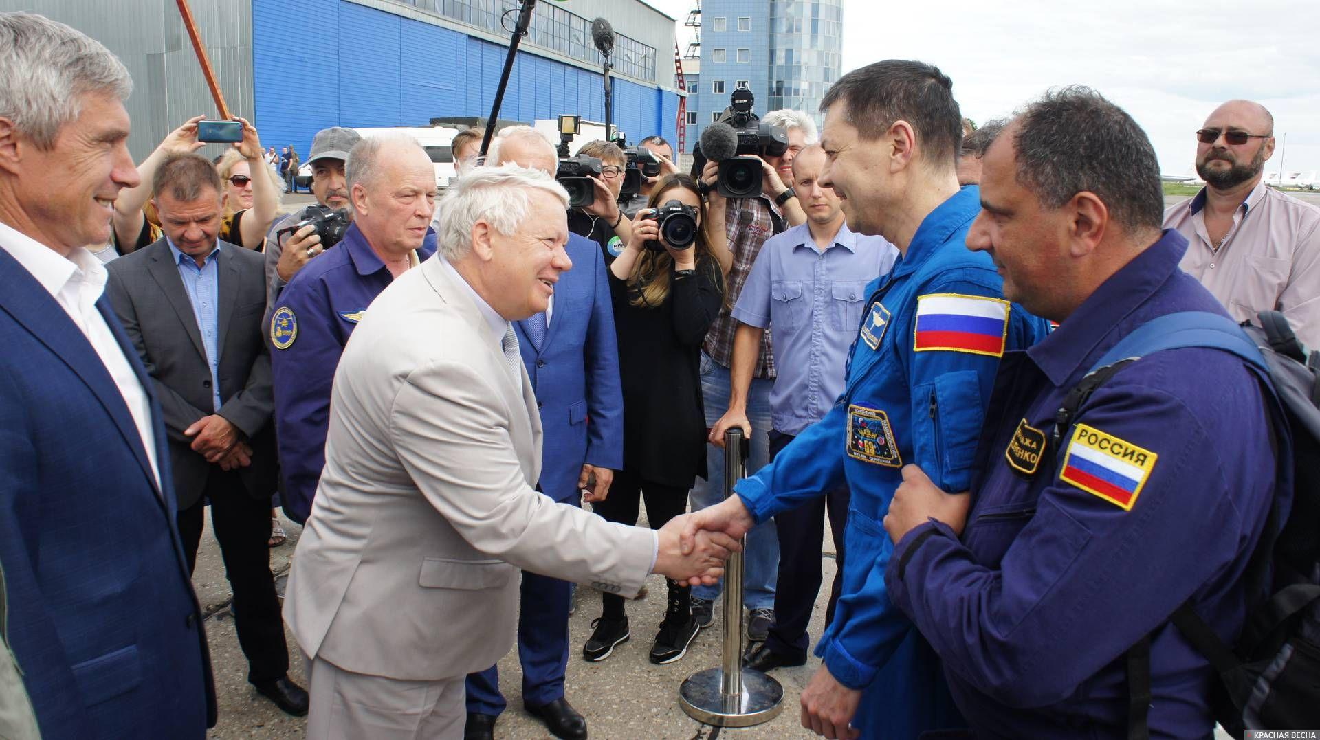 Встреча Олега Кононенко в аэропорту