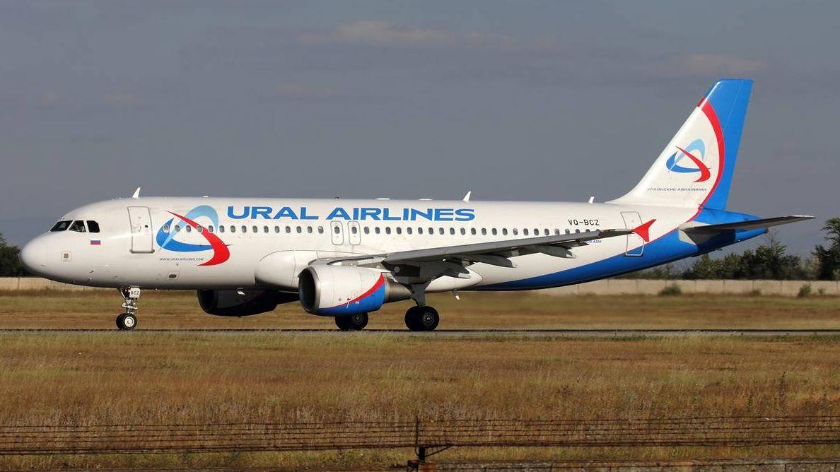 Самолет «Уральских авиалиний»