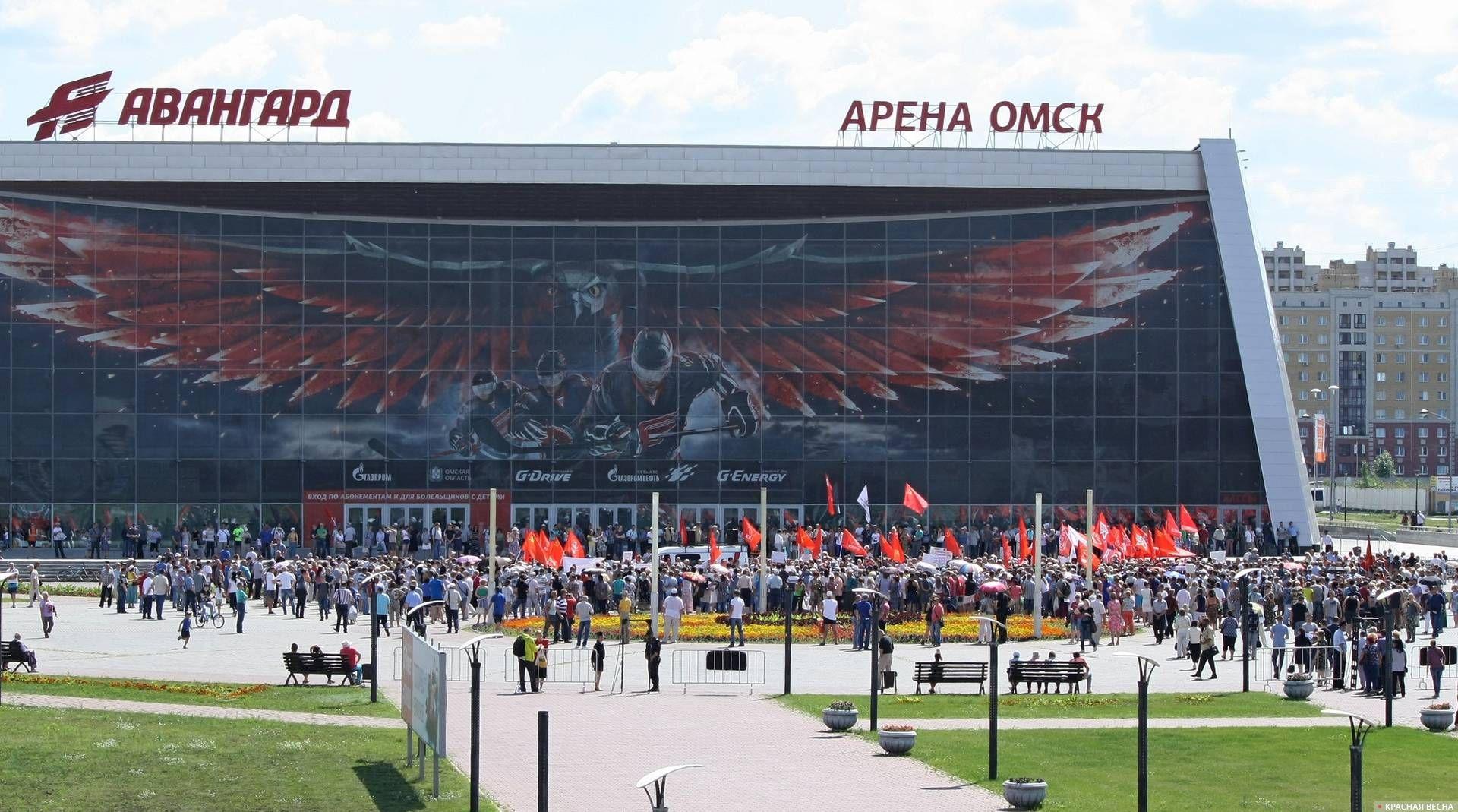 «Арена Омск» - спортивно концертный комплекс, построенный в 2007 году для проведения хоккейных матчей команды «Авангард». В 2018 году признан аварийным, в 2019 году принято решение о его сносе