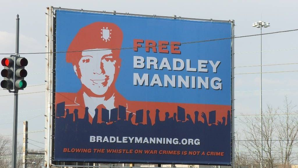 Билборд в Вашингтоне: «Свободу Брэдли Мэннингу. Насвистеть о военных преступлениях, это не преступление»