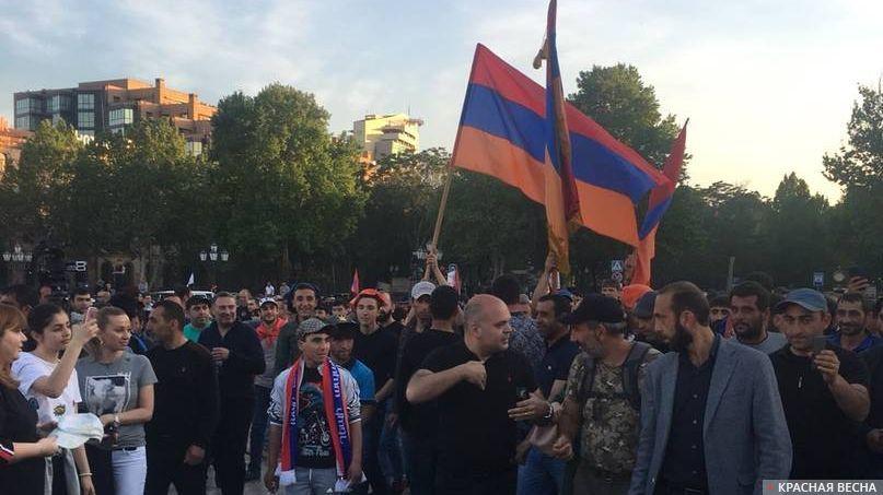 Митингующие. Ереван
