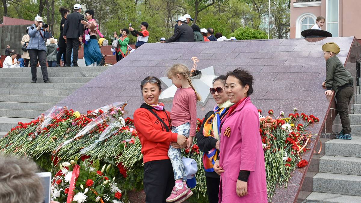 Китайские туристы на празднике Победы. Владивосток. 09.05.2019