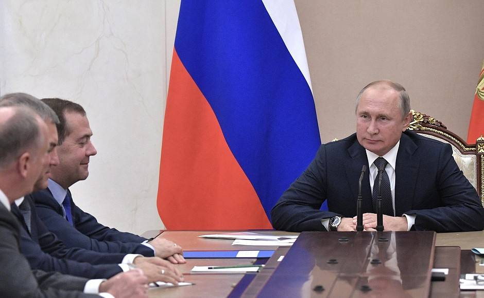 Владимир Путин на совещании с постоянными членами Совета Безопасности.
